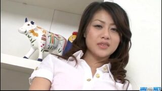 Hina Aisawa threesome: Young girl tries two cocks at once